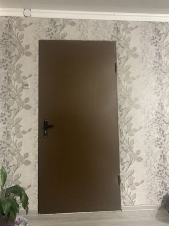 Продам наружную дверь на частный дом