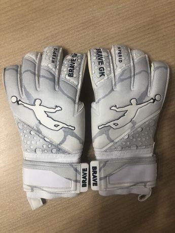 Вратарские перчатки Brave GK