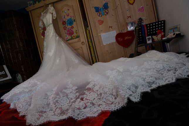Rochie de mireasa deosebit de frumoasă făcută pe comandă în Spania.