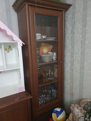 Продам стекляный шкаф