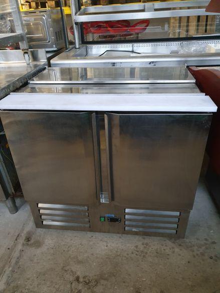 Хладилна маса, салатиера като нова!