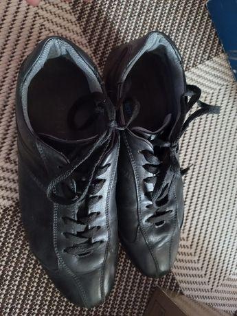 Продам обуви в оригинале красовки и туфли