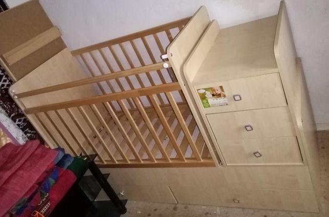 Детская кровать и тумба