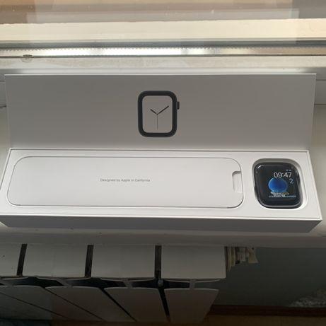 Apple Watch Series 4 44mm Space Grey часы