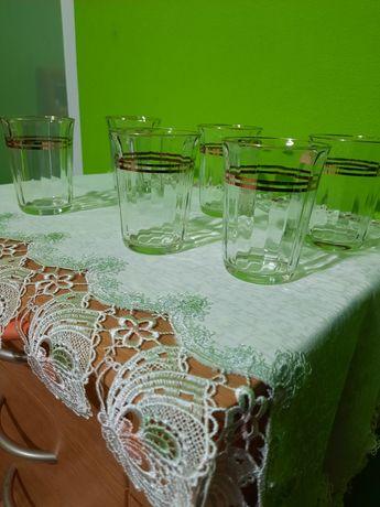 Pahare aurii de vin sau apa