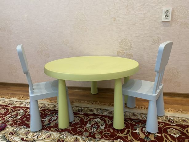 Детский стол и 2 стула икея Маммут