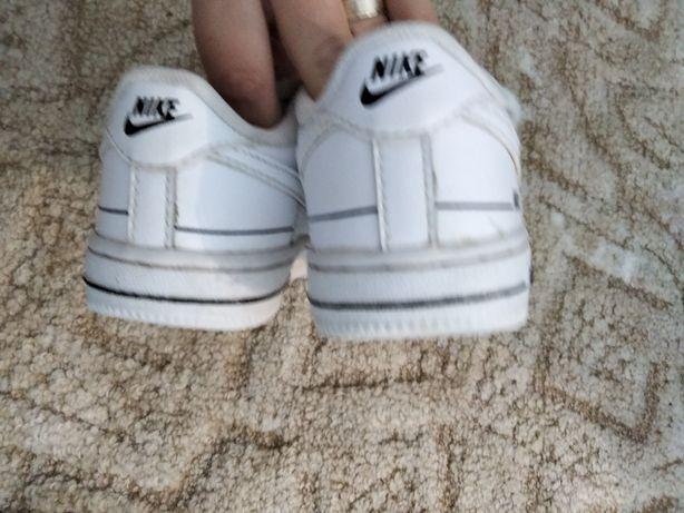 Vând Nike in stare foarte bună..mărimea 25