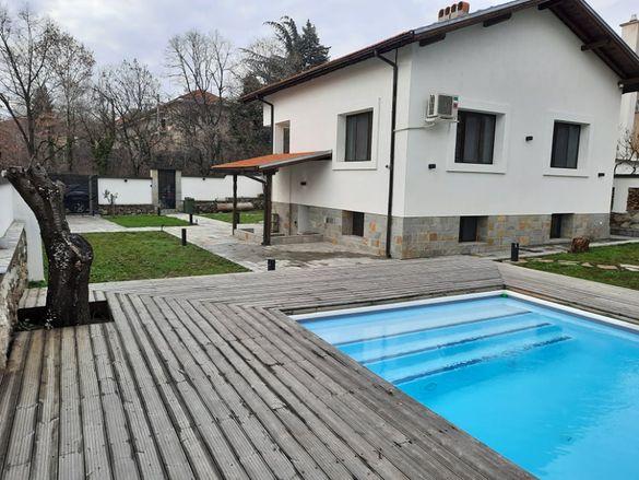 Къща на два етажа с басейн в гр. Сопот