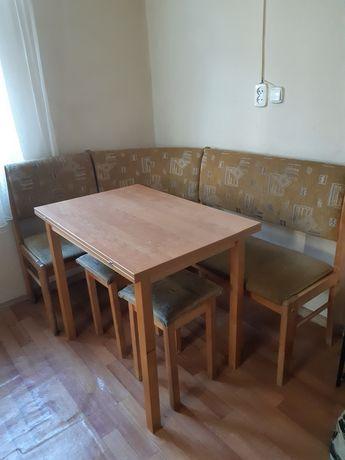 Кухоный уголок со столом