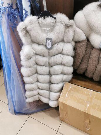 Vesta si haina din blana vulpe polara