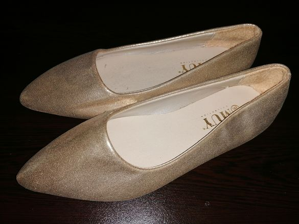 Нови! Златни обувки 36 номер