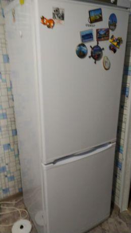 Продам холодильник indezit