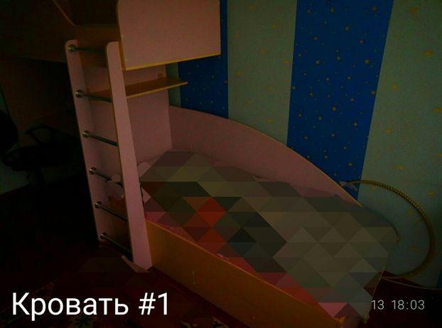 Детская двухъярусная кровать,вместе с рабочим столом