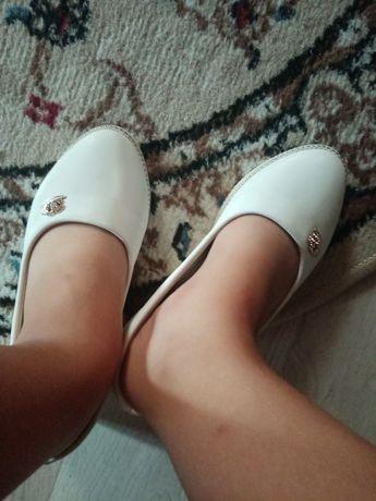 Детские туфли белые