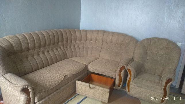 Продается мягкий уголок с креслом