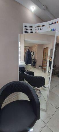 Продам шкаф зеркало для парикмахеров или для магазина одежды