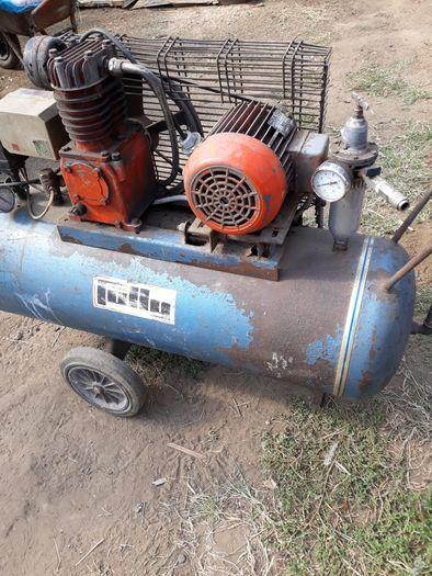 Compresor aer100 litri trifazic