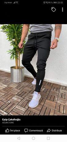 Vand pantaloni sport barbati