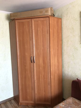 Плательный угловой шкаф