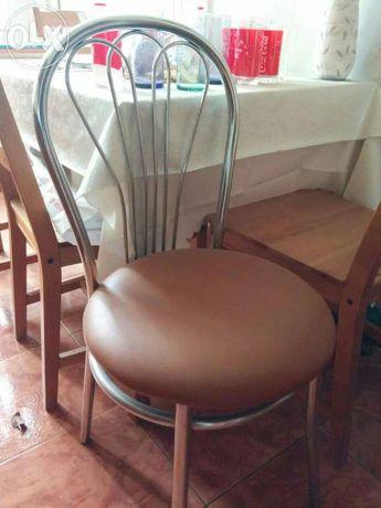 Scaun cu suport metalic