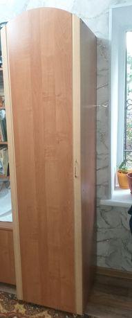 Шкаф пенал в отличном состоянии