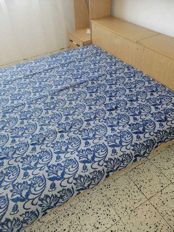 Автентична покривка за легло