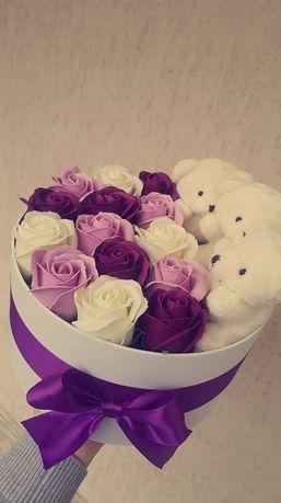 Aranjamente florale din sapun si dulciuri