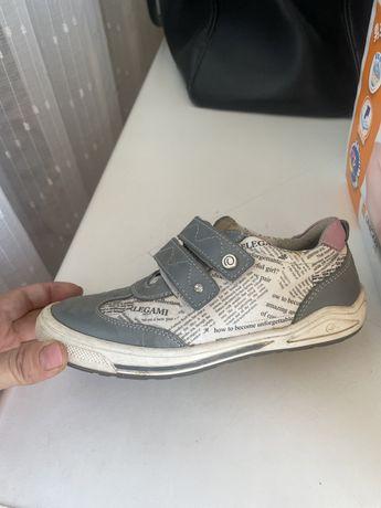 Продам обувь б/у в хорошем состоянии на девочку и мальчика