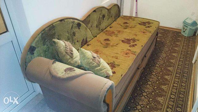 Продам раскладной диван - тахту, с 2-мя отделениями.