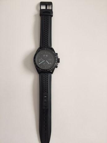 Vand ceas Fossil de barbati cu bratara curea de silicon