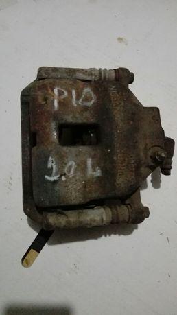 Суппорт передний ниссан примера Р 10 2.0