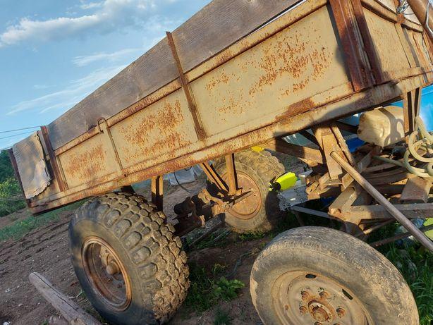 Vând remorca tractor