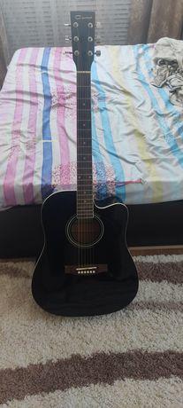 Продам акустическую гитару 41 размера