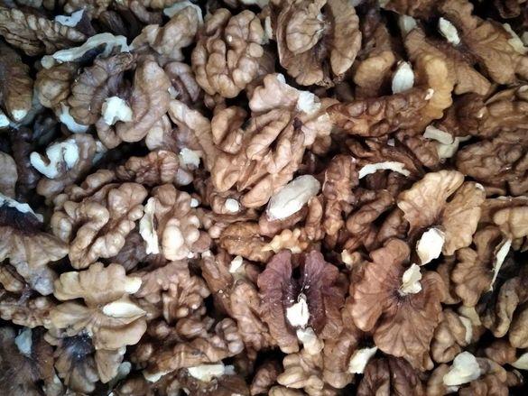 Орехови ядки, 12 лв/кг.