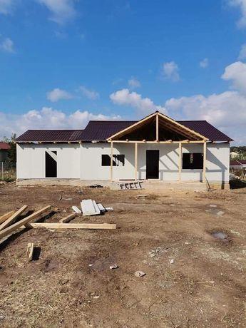 Vând casă pe structură metalică 11x8