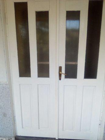 Vând ușa dubla,din lemn.