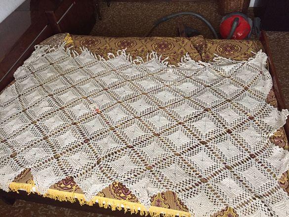 Покривка, плетена на една кука