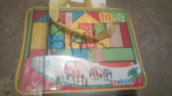 Детска играчка замък от дървени кубчета