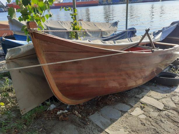 Barca din Lemn de Mahon