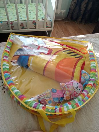 Детский коврик с погремушками