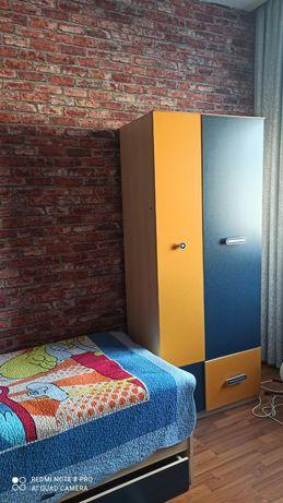 Мебель : кровать,шкаф,полки