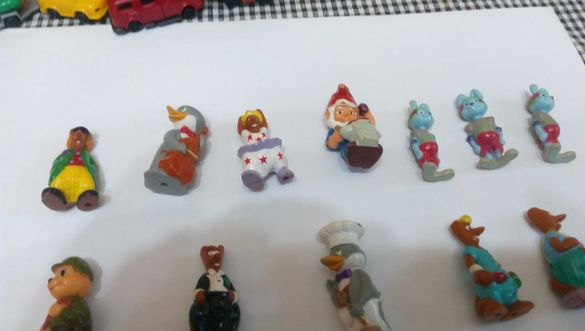 Играчки от шоколадови яйца и колички
