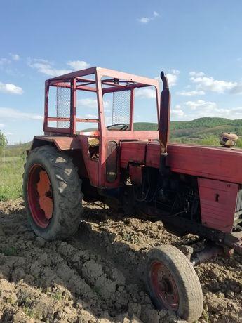 Vând tractor U650 în stare perfecta de funcționare cu disc și Plug.