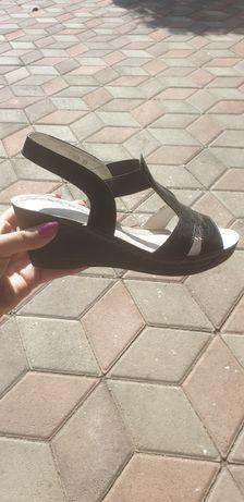 Sandale din piele,nr 39