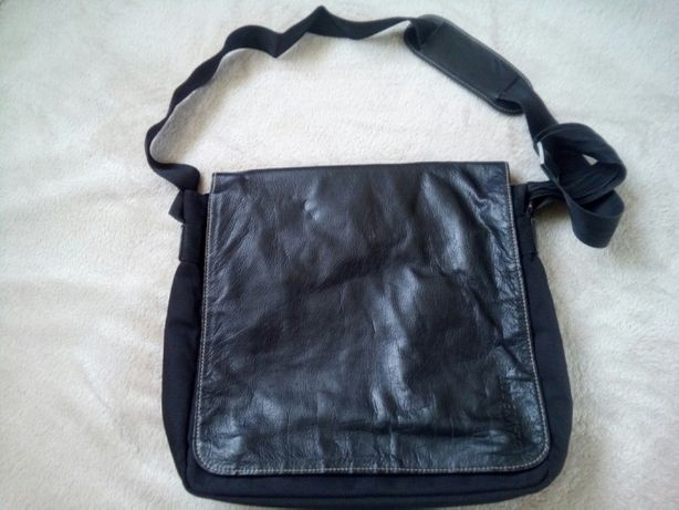 Vand geanta piele/textil NAVYBOOT. Produs original. Impecabila.