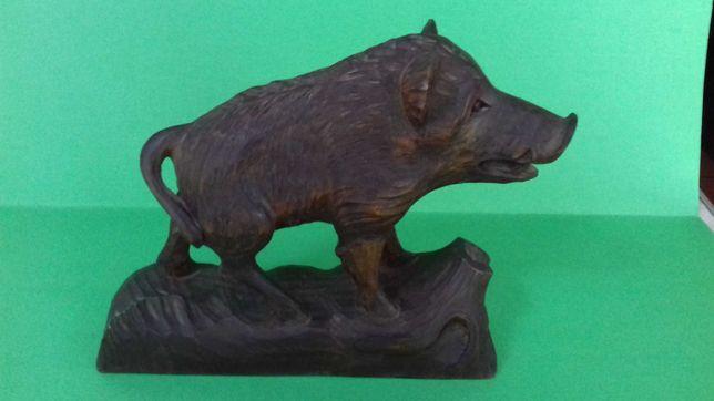 Vanatoare porc mistret sculptura din lemn semnata