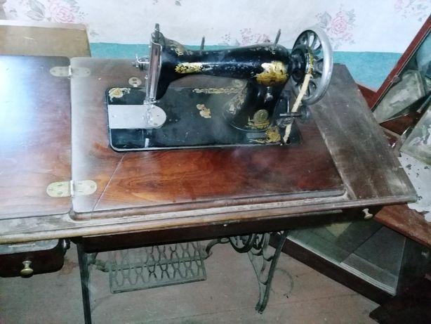 Продам оригинальную швейную машинку Singer