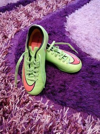 ghete fotbal Nike cu crampoane