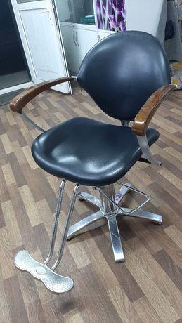 Парехмахерское кресло стул
