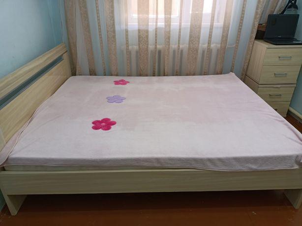 Продам кровать и тумбочки Состояние хорошее. Цена общая 70 тысяч